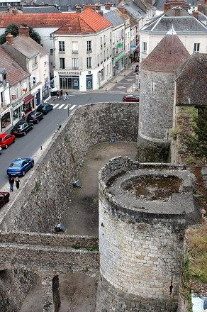 Château de Dourdan: entrée nord