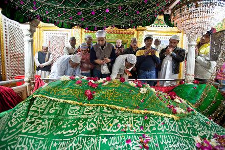 India_nizmuddin_dargah2-2