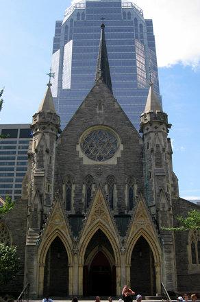 Montréal - Downtown Montréal: Cathédrale Christ Church and Tour KPMG