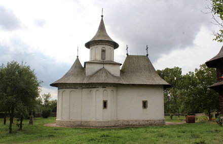 "Biserica ""Înălțarea Sfintei Cruci"" (Church of Exhaltation of the Holy Cross) - Pătrăuţi, J"