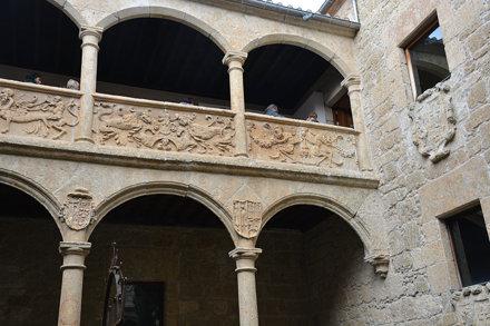 Ciudad Rodrigo (Salamanca). Palacio de los Águila. Arquería del patio