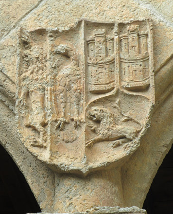 Ciudad Rodrigo (Salamanca). Palacio de los Águila. Patio. Arquería. Armas de Águila y Enríquez