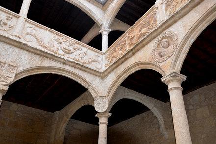 Ciudad Rodrigo (Salamanca). Palacio de los Águila. Patio. Detalle de la arquería