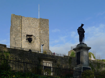 Clitheroe Castle and war memorial