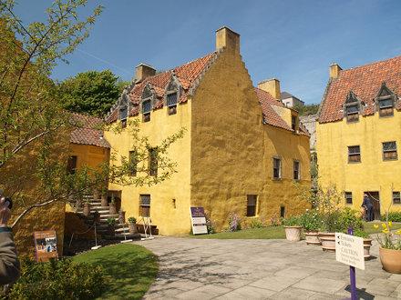 Culross Palace courtyard