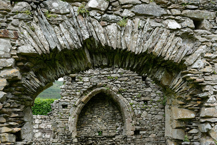 360-20120610_Gwynedd-Llanelltyd-Cymer Abbey-arched opening in S wall of Chancel viewed from S Aisle