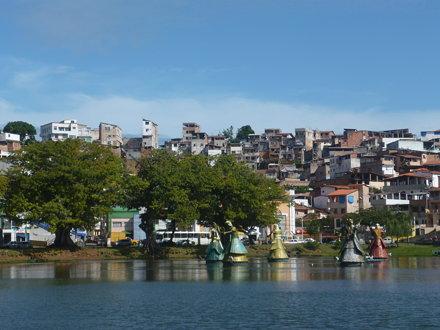 Lac Dique do Tororo à Salvador de Bahia avec ses Orixas