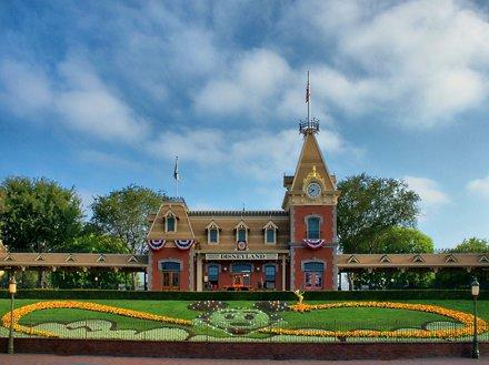 Disney - Disneyland Main Street Train Station