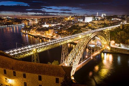 Ponte Dom Luis I bei Nacht