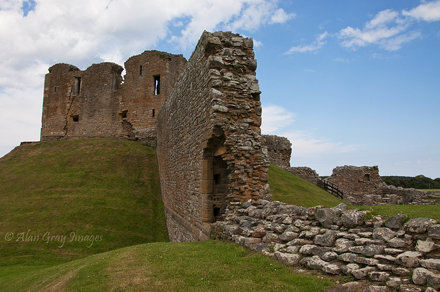 Duffus Castle  01
