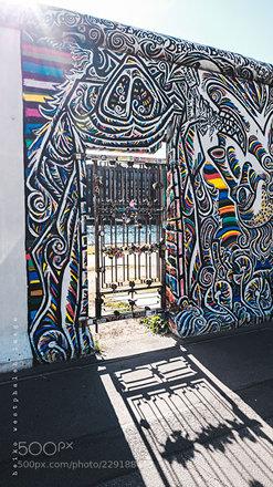 Schlösser, Tür und Mauer