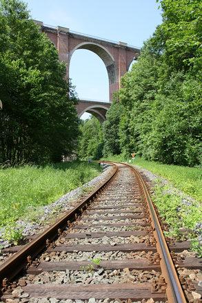 Gleisanlage unter der Elstertalbrücke