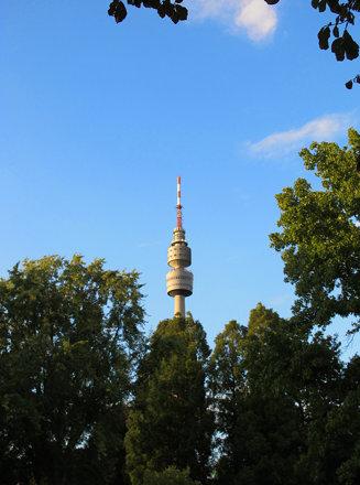 Florianturm hinter Bäumen | Florian tower