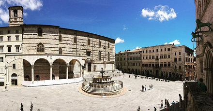 Piazza IV novembre, Perugia. #perugia #umbria #umbrialovers #umbriatourism #medioevo #medieval #ig_p