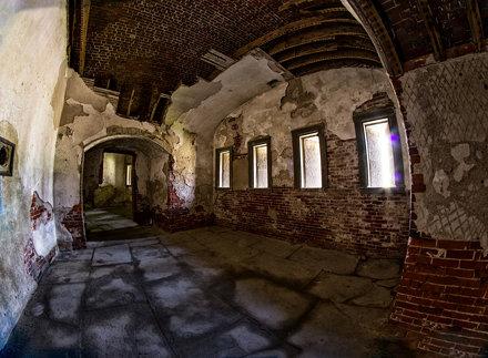 Demi Lune Room