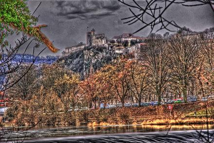 Besancon: Tour du roi de la Citadelle depuis le parc Micaud.