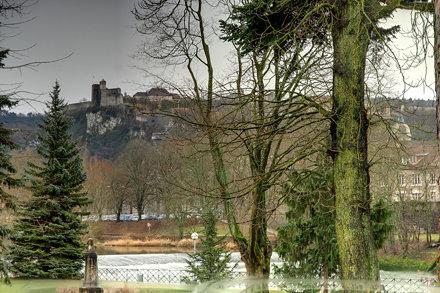 BESANCON:la Citadelle depuis le parc Micaud.
