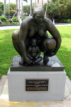 Florida - Palm Beach - Philip Hulitar Sculpture Garden - Felipe Castaneda's Maternidad La Cuava; Hom