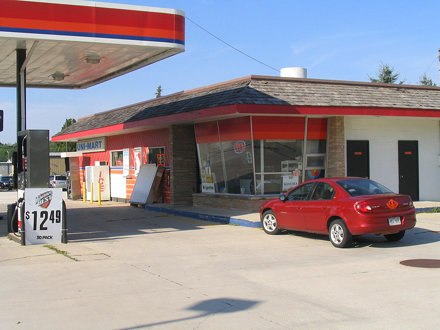 Former Phillips 66 station (now Uni-Mart), Manitowoc Rapids, WI
