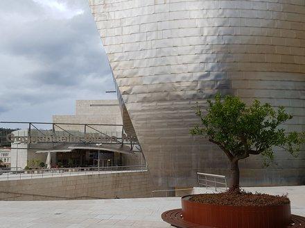 Guggenheim Bilbao Museoa - 1997 - Architect Frank Gehry