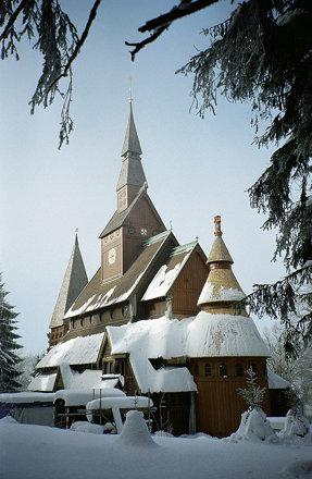 Stabkirche in Hahnenklee im Winter