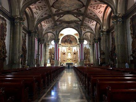 Main alter at Parroquia San Juan Bautista