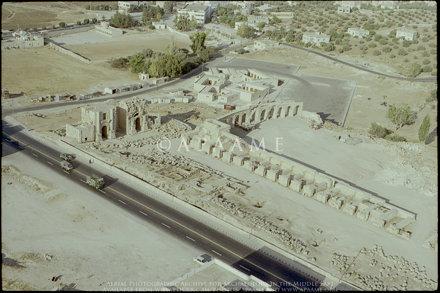 Jarash Circus; Arch of Hadrian