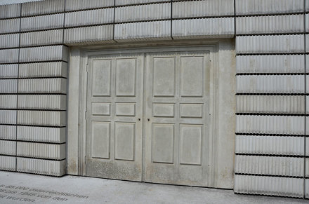 Door with no knobs