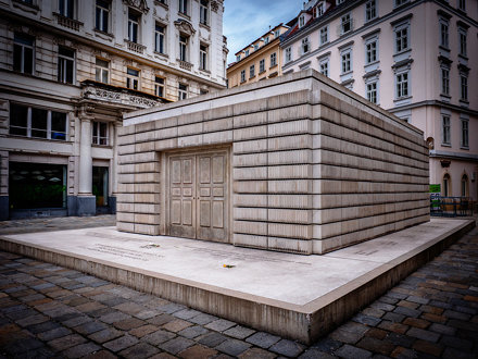 Rachel Whiteread, Judenplatz Holocaust Memorial