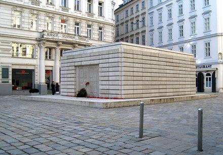 Nameless Library: The Judenplatz Holocaust Memorial (2000) by British sculptor Rachel Whiteread, Vie