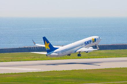 SKYMARK AIRLINES Boeing 737-800 JA73ND taking off Kobe Airport (UKB/RJBE)