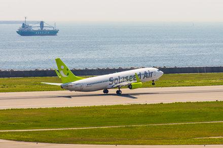 Solaseed Air Boeing 737-800 JA811X taking off Kobe Airport (UKB/RJBE)
