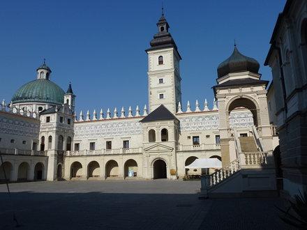 Dziedziniec zamku w Krasiczynie od wschodu