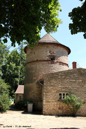 71 St -Ambreuil - Château La Ferté