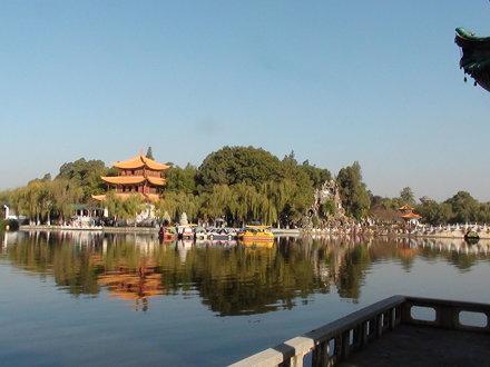 Kunming 昆明 les rives du lac Dian 滇池 depuis Xi Shan