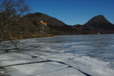 榛名湖の割れた氷 haruna lake