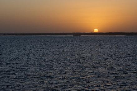 Lago Nasser al anochecer / Nasser Lake at dusk