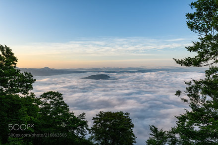 The sea of clouds floating in the lake