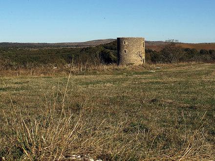 Pareciera un palomar ...... Ruinas del antiguo molino de viento