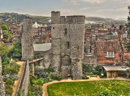 Lewes Castle Barbican02