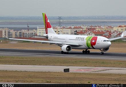Airbus A330-223 CS-TOJ