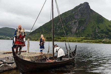 """#vikingos """"El mar a un lado, montañas rotas y altísimas al otro: he aquí toda nuestra historia""""= #vi"""