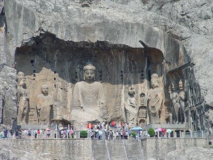 Buddhistischen Felsskulpturen in den Longmen Grotten bei Luoyang 2