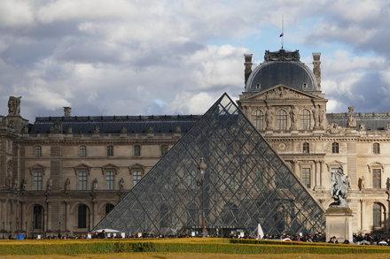 La pyramide, musée du Louvre, Paris Ier, Île-de-France, France.