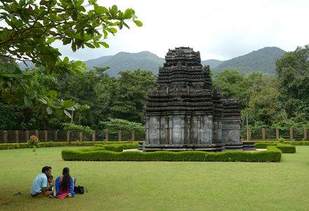 Mahadev Temple, Tambdisurla, Goa (1)