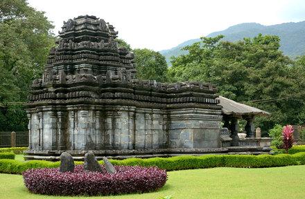 Mahadev Temple, Tambdisurla, Goa (19)