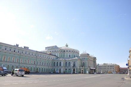 вид на Мариинский театр перед открытием 02.05.2013