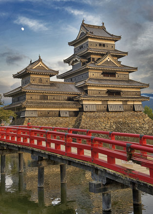 Matsumoto Castle w Red Bridge