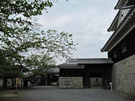 松山城 二ノ門と三ノ門