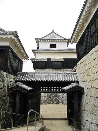 松山城 小天守と一ノ門